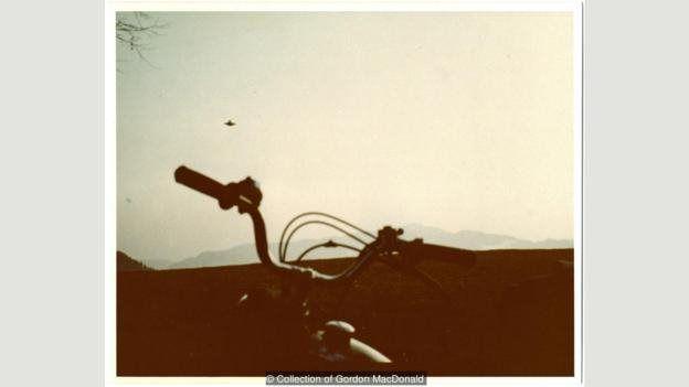 وندل سی. استیونس (۲۰۱۰-۱۹۲۳) یکی از بزرگترین مجموعههای عکس از یوفوها را گردآوردی کرده است، از جمله این عکس از بیلی میر