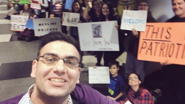 Ali Hamedani a su salida del aeropuerto de Chicago O'Hare