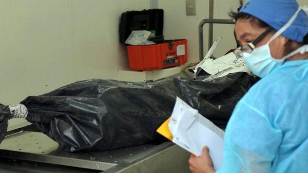 Un cuerpo en una morgue de Guatemala