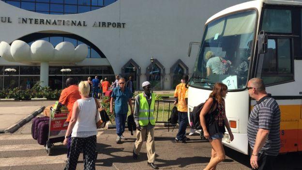 La compagnie touristique britannique Thomas Cook a commencé à évacuer près de mille touristes.