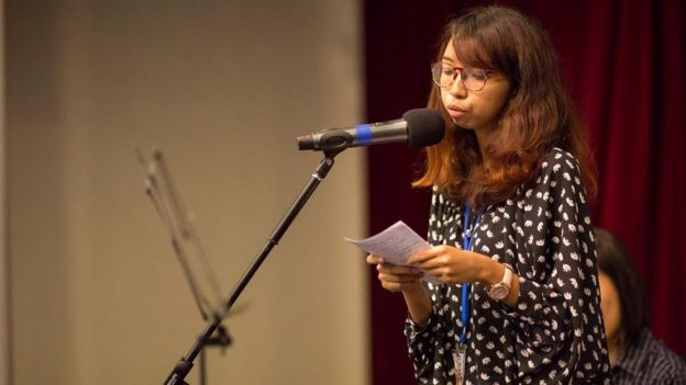 Zarifah at a poetry reading