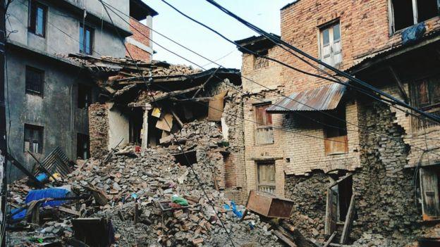 Casas destruídas por terremoto