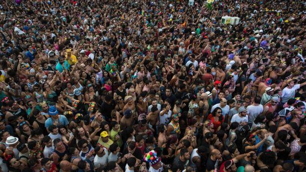 Multidão no Carnaval em São Paulo