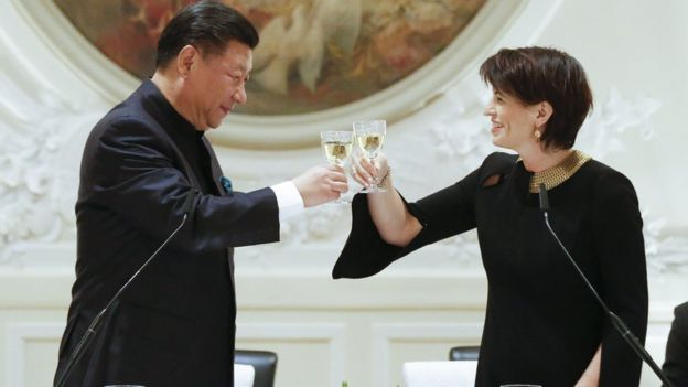 Chinese premier Xi Jinping toasts Swiss president Doris Leuthard ahead of Davos