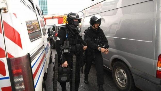 Policía en el aeropuerto de Orly, Francia