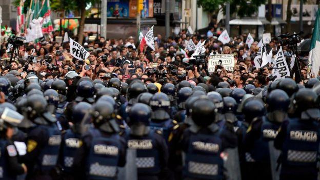 La policía antimotines fue desplegada ante a manifestación.