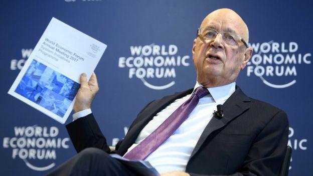 1月10日,世界经济论坛主席施瓦布在记者会上宣布年会具体安排。