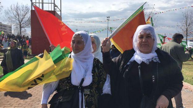 Nevruz kutlamalarına giden Diyarbakırlı kadınlar