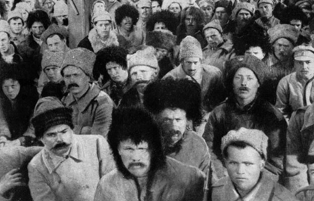 Толпа у Зимнего дворца