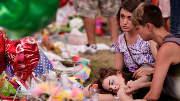 Women grieve at memorial site for victims of the Pulse nightclub shooting, June 15, 2016 in Orlando, Florida