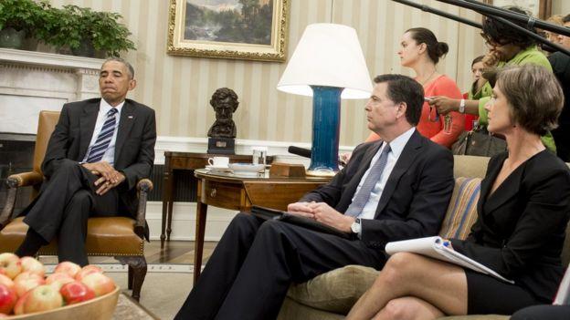 Sally Yates (derecha) en la oficina oval con Barack Obama
