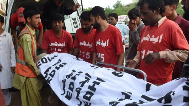 Pakistani volunteers move the dead body of convicted murderer Shafqat Hussain to a mortuary after his execution in Karachi on 4 August 2015