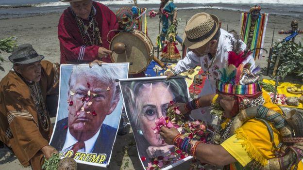 Chamanes en la playa de Lima,