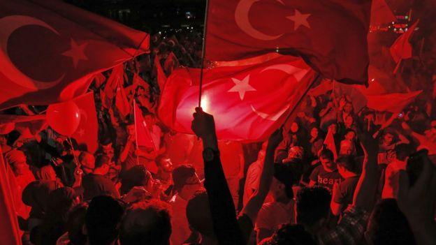 Taksim'de darbe karşıtı gösteri