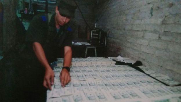 Dólares incautados (foto de archivo)