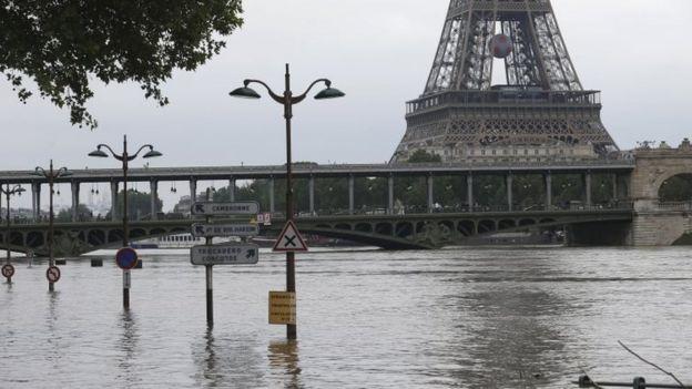 Las lluvias han hecho subir el nivel de los ríos y han causados graves inundaciones.