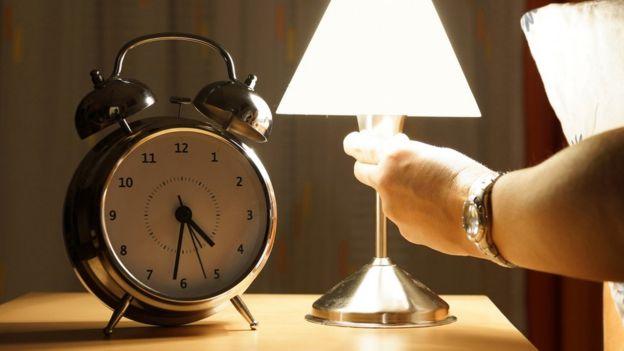 Los ritmos de sueño ayudan: es aconsejable tener una rutina de sueño regular que ayude a los ciclos de nuestro organismo.