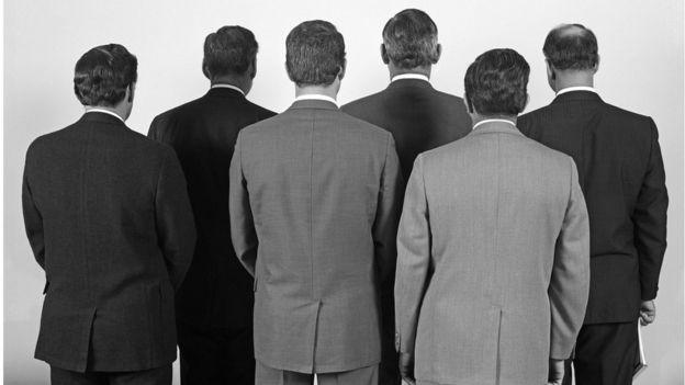 Homens de costas