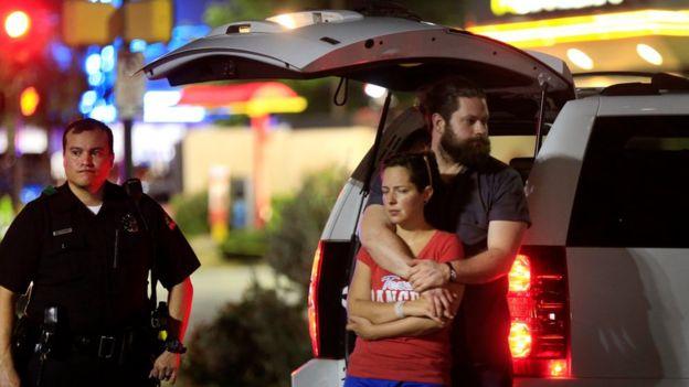 Policías y civiles en Dallas luego de tiroteo