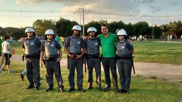 Para inspetor, selfies com policiais valorizam apenas uso da força