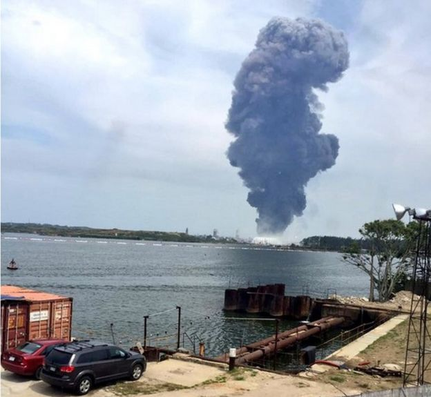 Image of large plume of smoke in Veracruz, Mexico - 20 April 2016