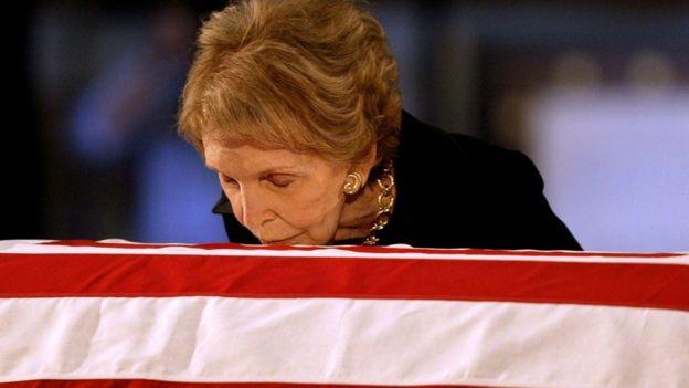 Nancy Reagan kisses husband's coffin
