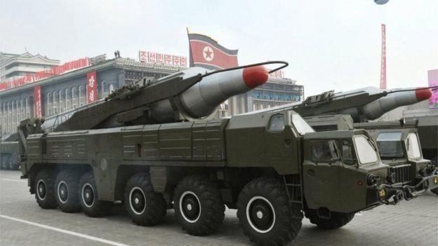 Vehículo transportando el misil Musudan, que Corea del Norte llama Hwasong-10.