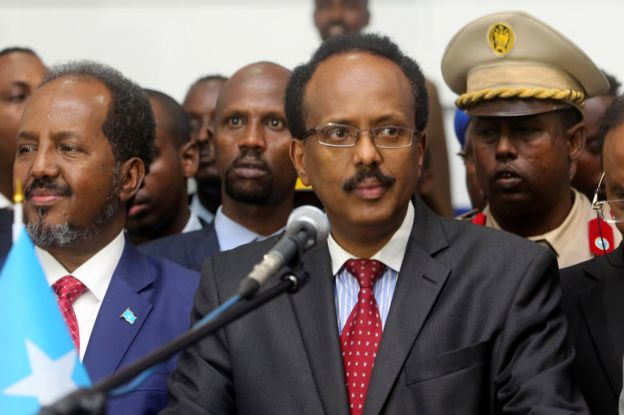 Somalia's newly elected President Mohamed Abdullahi Farmajo flanked by outgoing president Hassan Sheikh Mohamud (L) addresses lawmakers after winning the vote at the airport in Somalia's capital Mogadishu, 8 February 2017