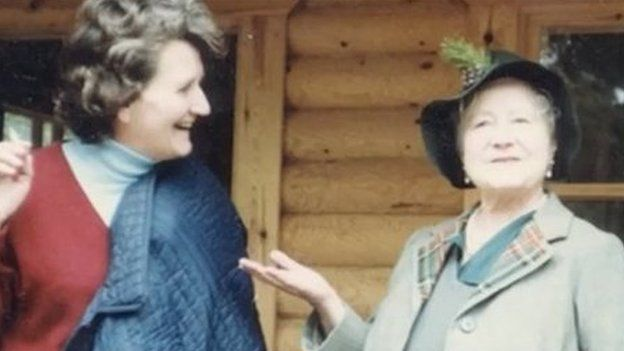 Margaret Rhodes with the Queen Mother