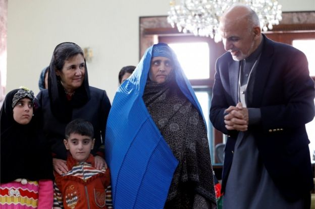 Afghanistan's President Ashraf Ghani speaks to Sharbat Gula after she arrived in Kabul, Afghanistan on November 9, 2016.