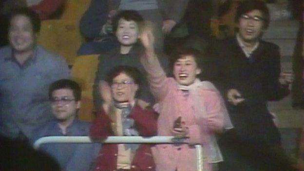 El público en China reacciona al concierto de Wham!