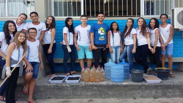 Wemerson Nogueira e seus alunos em Boa Esperança