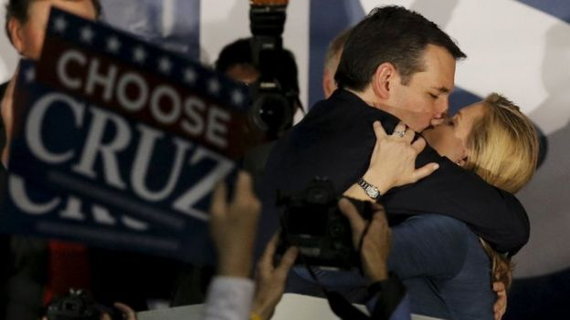 Ted Cruz kissing his wife