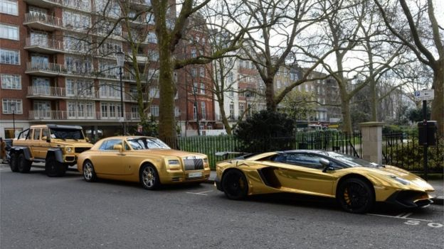 Knightsbridge Gold Supercars Given Parking Tickets