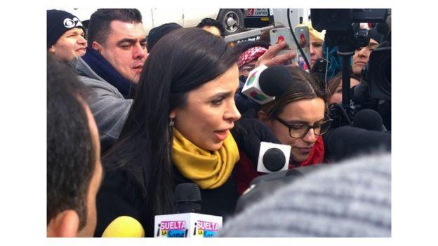 Coronel habló con medios de comunicación al salir de la corte.