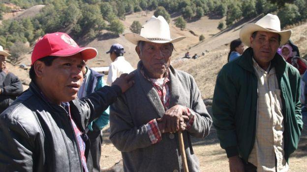 Isidro Baldenegro con activistas