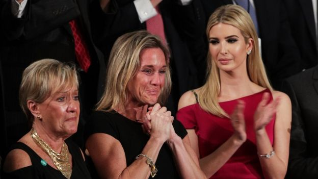 Carryn Owens acompañada de Ivanka Trump