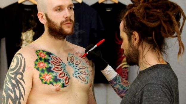 http://ichef-1.bbci.co.uk/news/624/cpsprodpb/E8FC/production/_93044695_tattoocolorgetty.jpg