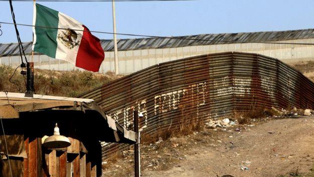 Valla en la frontera entre EE.UU. y México
