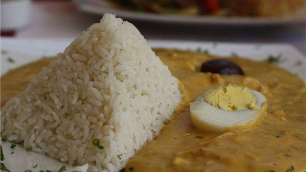 Plato peruano ají de gallina