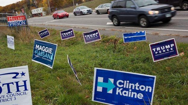 Carteles por ambos candidatos junto a la carretera en Nuevo Hampshire.