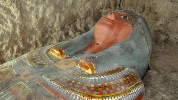 A sarcophagus containing a millennia-old mummy which was found by Spanish archaeologists near the southern Egyptian town of Luxor (13 November 2016)Image copyright (AFP Image)