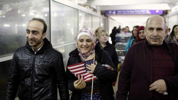 La suspensión de la orden permitió que continuaran llegando refugiados a Estados Unidos.