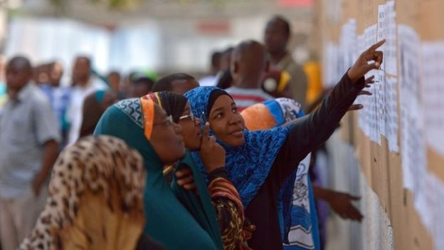 Zanzibaris at a polling station - 25 October 2015