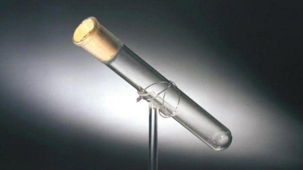 Tubo de ensayo que supuestamente contiene la última exhalación de Thomas Alba Edison