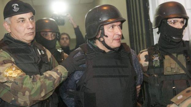 José López, exsecretario de Obras Públicas del gobierno de Fernández fue detenido mientras arrojaba bolsas con dinero sobre la pared de un convento en Buenos Aires.
