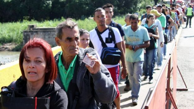 Hundreds of people queued on the bridge between Cucuta in Colombia and San Antonio del Tachira in Venezuela when the border was reopened, 20 Dec 16