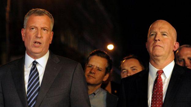 El alcalde de Nueva York, Bill de Blasio (izquierda) y el comisionado del Departamento de Policía de Nueva York, James O'Neill (derecha).