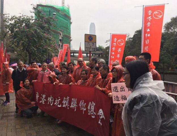 有出席集会者对记者说到场只是支持新特首,没有偏好三位候选人。也有人表示支持林郑月娥,说她最具能力带领香港。