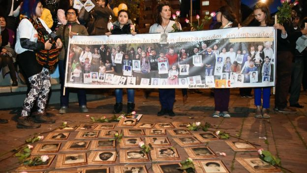 Víctimas del conflicto en una manifestación a favor de la paz